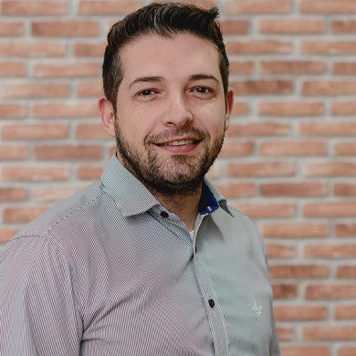 Logan Humberto Caversan Profissional de Marketing Político